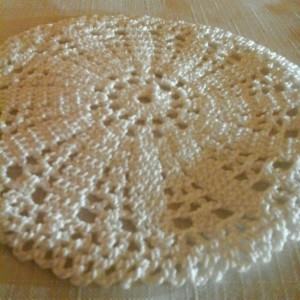 Small Petal Doily in White.