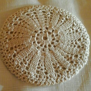 Small Petal Doily in Ecru.