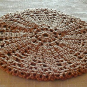 Small Petal Doily in Russet.