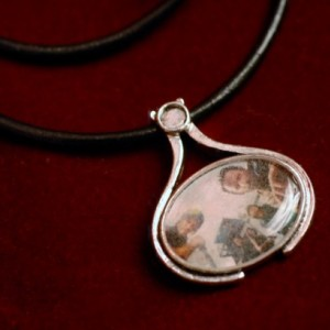 Customized, uniquely shaped oval pendant, necklace