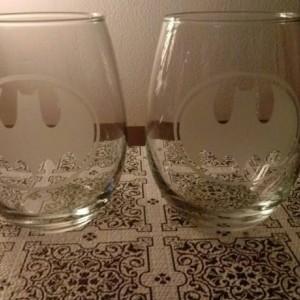 Custom Batman Sandblasted Wine Glass -  Etched Glass - Tumblers-  Wine Glass - Batman Bar Glass - Gift for him - Gift for her