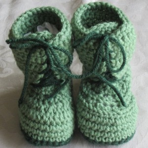 Handmade crochet green combat boots, crochet army boots, crochet boots, military boots, soldier boots, photo prop, baby announcement