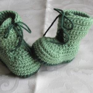 Handmade crochet green combat boots, crochet army boots, crochet boots, military boots, soldier boots, photo prop, baby announcement