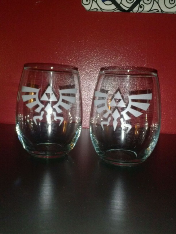 Zelda Triforce Wine Glass Set - Large Stemless 21 oz wine glasses - Wine lovers - Zelda - Nintendo Novelty