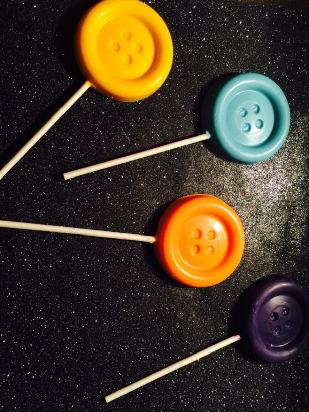 Cute as a Button Chocolate Lollipops (Kids Birthday, Candy Buffet, Party Favors)