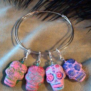 Day of the Dead charm bracelet, Sugar Skull, Calavera, Dia de los Muertos, skull, adjustable bracelet, candy skull, charm! Fabulous gifts!