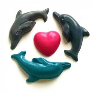 Dolphin and heart crayons - set of 8 - kid beach, summer vacation, busy bag, rainy day, sea creature, marine animal, bottle nose