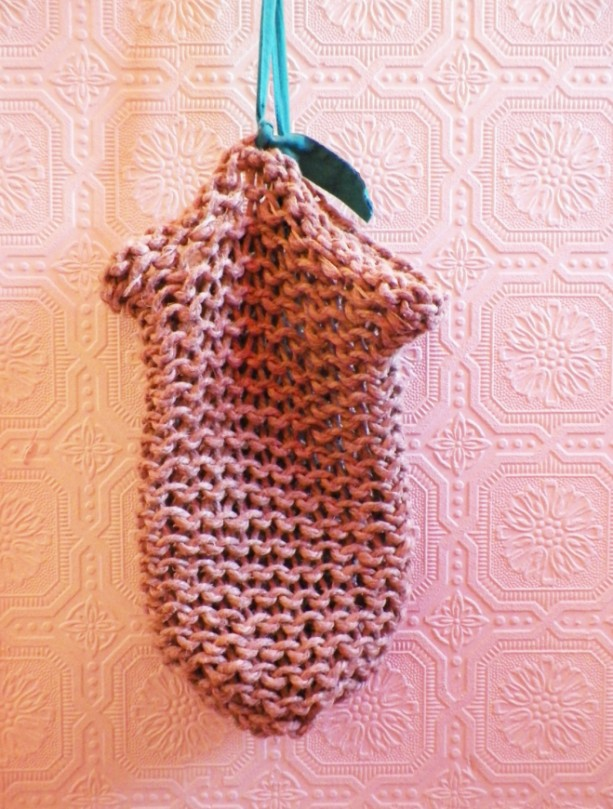 A Loom-Knitted Hemp Shoulder Bag