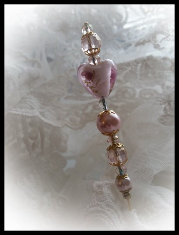 """""""Debutante's Heart""""  Vintage style Ladies Lampwork and Pearl 6 inch Hat Stick Pin"""