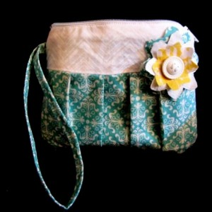 Teal/White Wristlet zipper purse