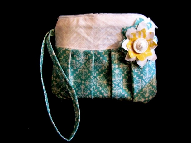 Teal/White Wristlet zipper purse