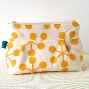 Makeup Bag in Asteriks in Chalk and Mustard