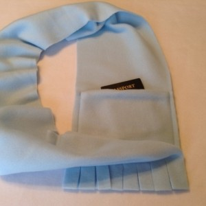 Fleece pocket scarf