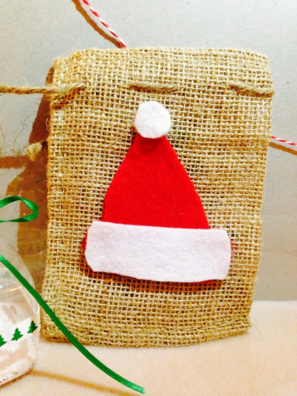4- Burlap sacks with Santa's hat