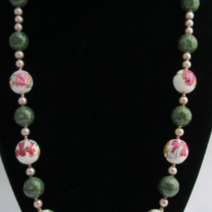 Arsenic and Old Lace, Necklace