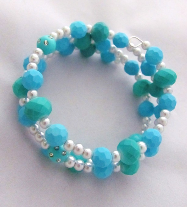 Rubberized blue and green beads memory wire bracelet | aftcra