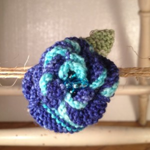 Rosette Lobster Claw Pin - Blue Striped
