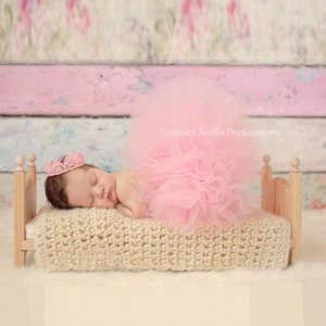 Small Classic Newborn Baby Photo Prop Bed