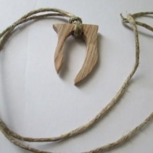 Oblivion Necklace, Oak,