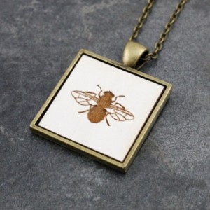 Cameo Pendant - Bee (White)