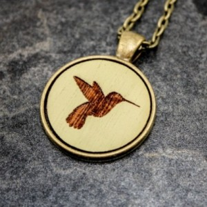 Cameo Pendant - Hummingbird (Pale Green)