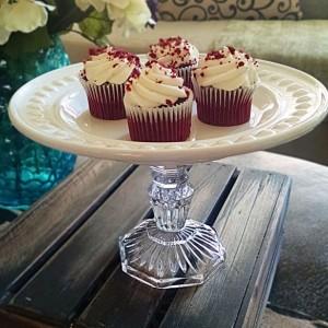 Elegant Vintage Inspired Shabby Chic Pedestal Cake Plate